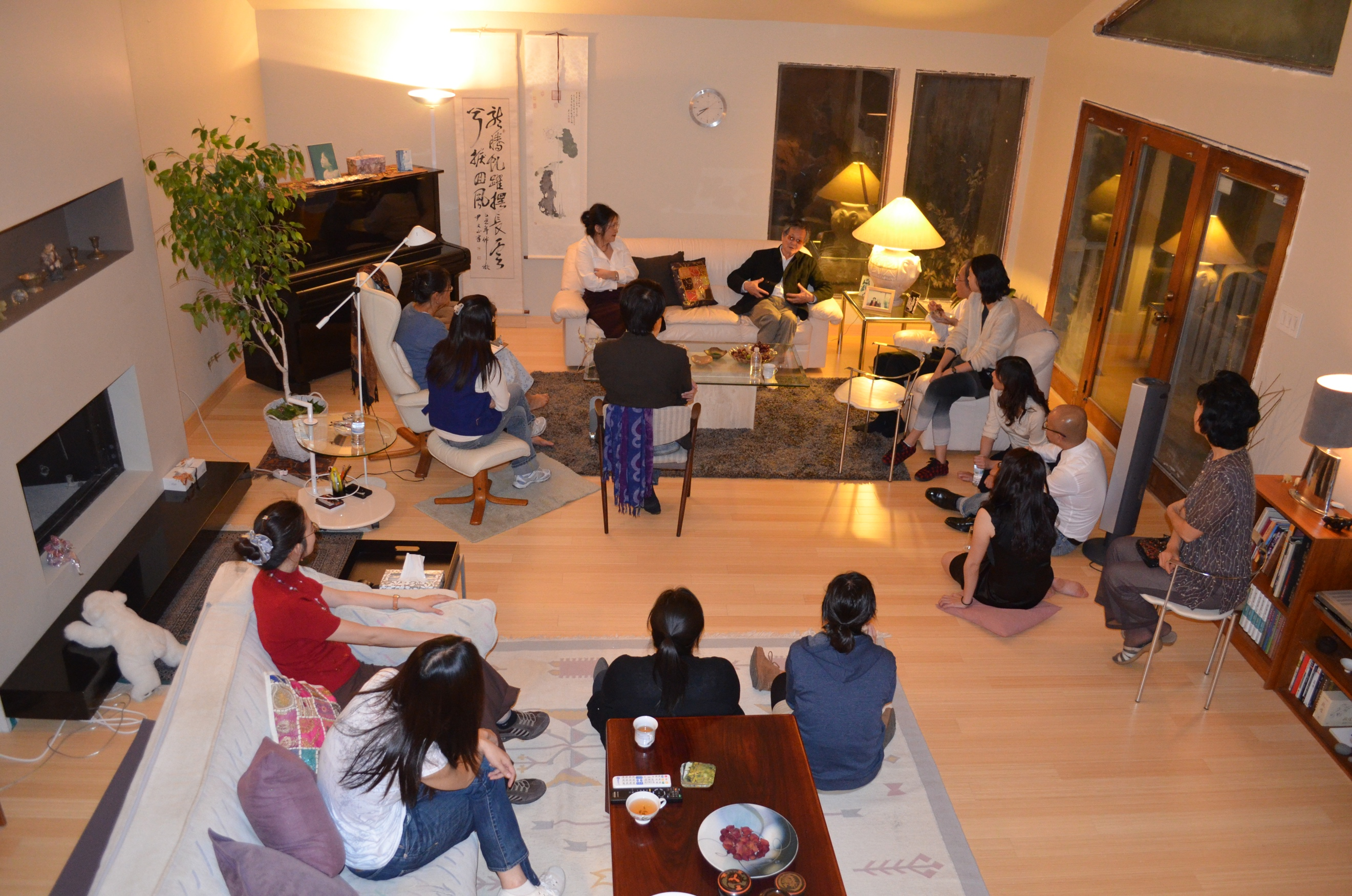 Writer Huang Chunming talked to UT faculty and graduate students at Professor Yvonne Chang's house on October 20, 2011.