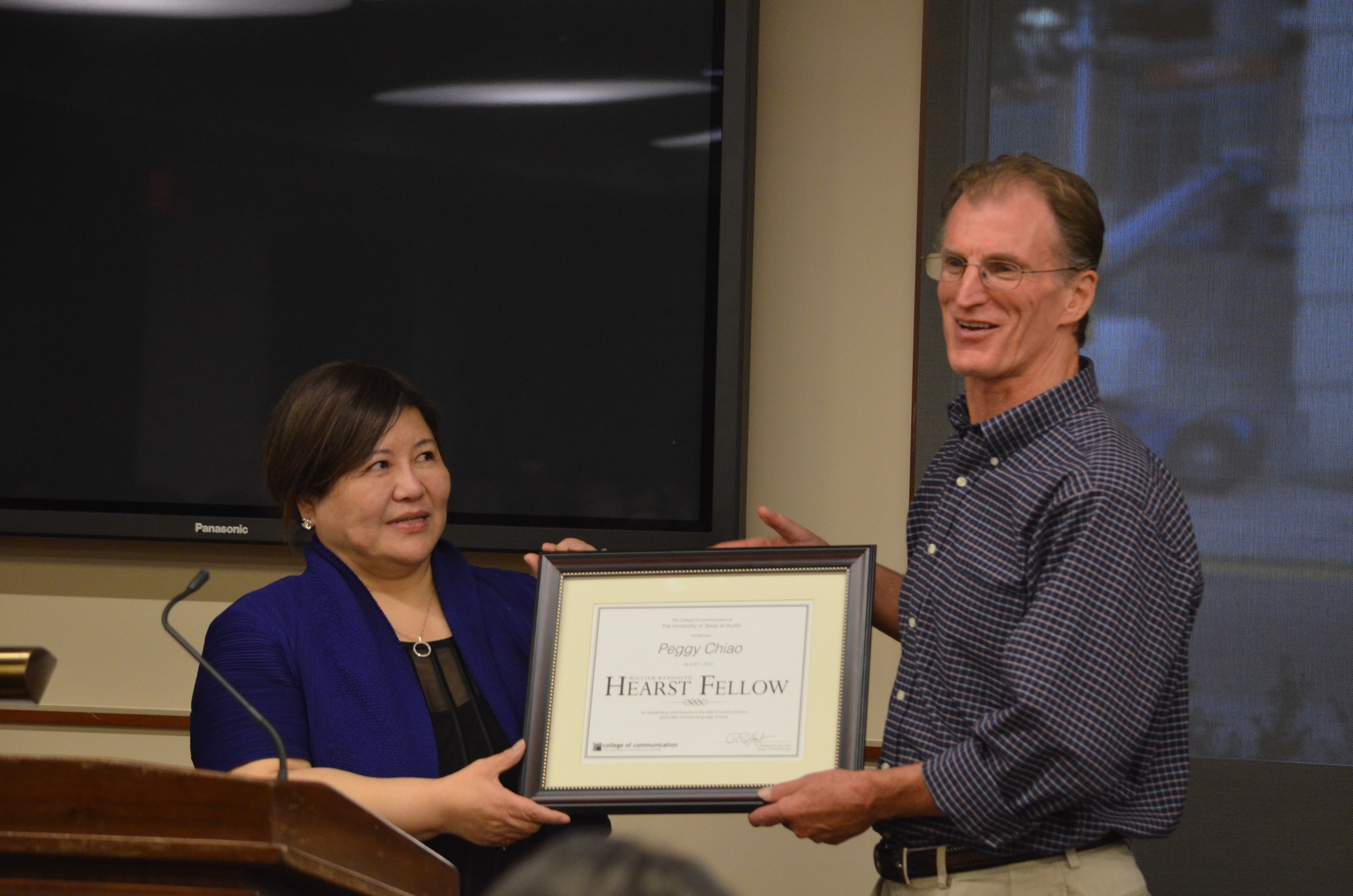 Film producer and critic Peggy Hsiung-ping Chiao received the UT College of Communication's 2011-12 William Randolph Hearst Fellow Award from Professor Thomas Schatz from UT'sRadio-TV-Film Department on November 11, 2011.